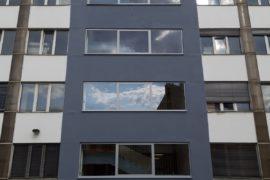 Demontáž okenní konstrukce, opravy a nátěr fasády – Praha Strašnice