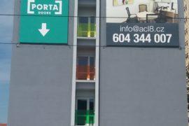 Montáž reklamních bannerů – Limuzská 8, Praha Strašnice